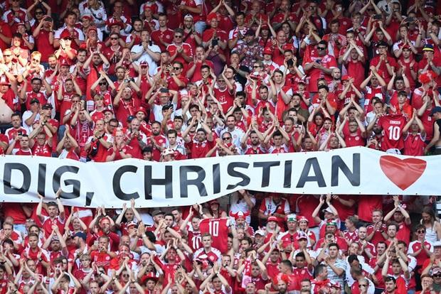 Nguyên nhân cảm động đằng sau màn tri ân Eriksen kỳ lạ của cầu thủ Đan Mạch trong trận gặp Bỉ tại Euro 2020 - Ảnh 4.