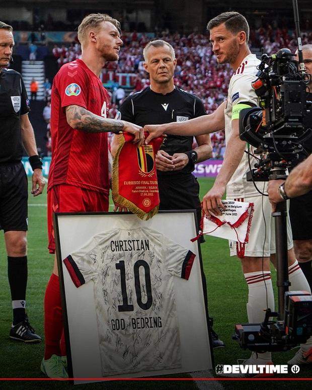 Giữ đúng lời hứa, tuyển Bỉ và Đan Mạch dừng bóng phút thứ 10 để tất cả cùng nhau vỗ tay tri ân Eriksen - Ảnh 7.