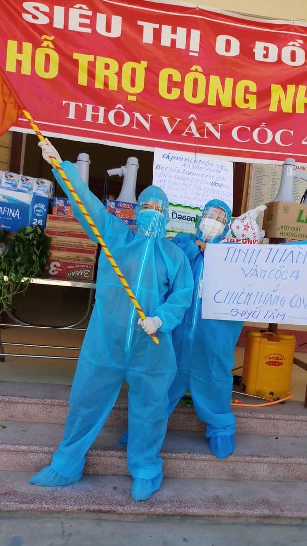 Giữa cái nắng 40 độ C ở tâm dịch Bắc Giang, nhóm tình nguyện viên vẫn lạc quan nhảy cổ vũ tinh thần chống dịch - Ảnh 3.