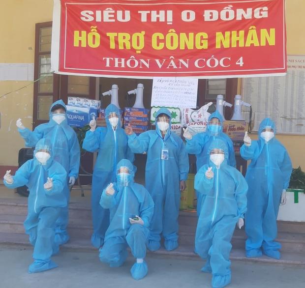 Giữa cái nắng 40 độ C ở tâm dịch Bắc Giang, nhóm tình nguyện viên vẫn lạc quan nhảy cổ vũ tinh thần chống dịch - Ảnh 4.