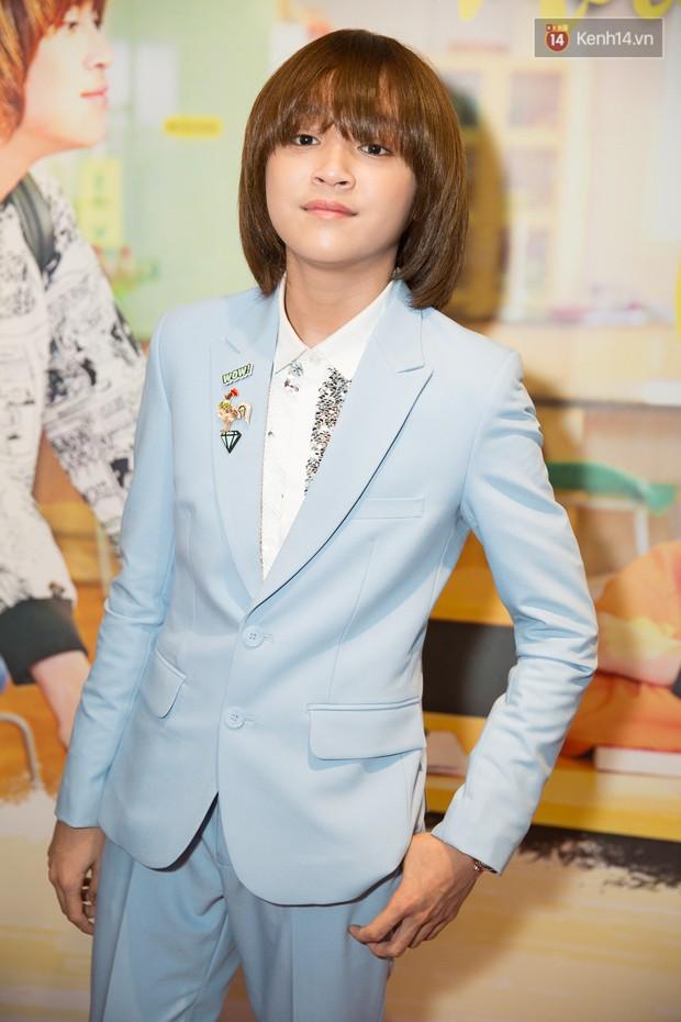 Bị gọi tên so sánh cuộc sống đối lập với Hồ Văn Cường, quán quân Vietnam Idol Kids 2017 có phản ứng và câu nói gây chú ý! - Ảnh 6.