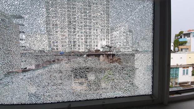 Thanh niên mua ná về bắn giải trí mùa Covid-19 khiến nhà dân ở Sài Gòn bị vỡ kính - Ảnh 1.