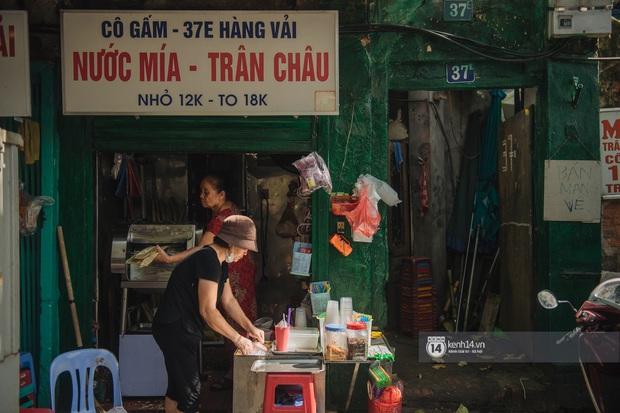 Hà Nội ngày nóng nực: Có món đồ uống cứ đến hè là bán đầy đường, gắn liền với một con phố nổi tiếng - Ảnh 2.