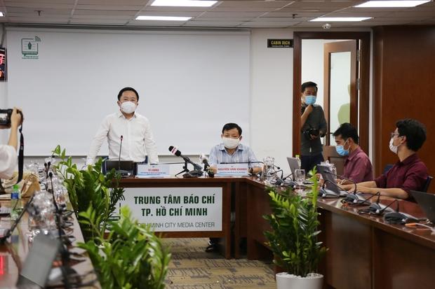 Phó Chủ tịch Dương Anh Đức lý giải tại sao không áp dụng Chỉ thị 16 tại quận Bình Tân, nâng cao năng lực xét nghiệm 500.000 mẫu/ngày - Ảnh 1.