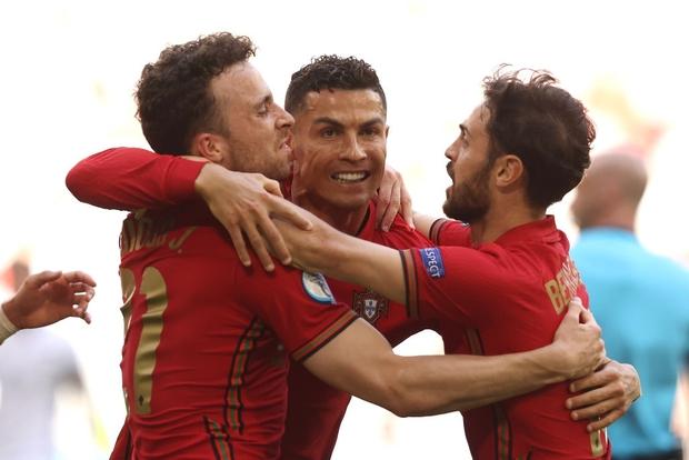 Ronaldo ghi bàn mang tính lịch sử, Bồ Đào Nha vẫn thua tan nát trước Đức - Ảnh 2.