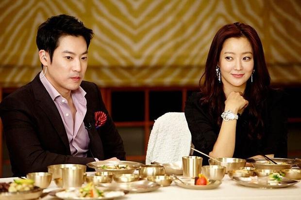 Mỹ nhân tự nhận đẹp hơn Kim Tae Hee ra sân bay, nhan sắc U50 hút hồn nhưng gia tài nửa tỷ nhồi nhét trên người mới choáng - Ảnh 8.
