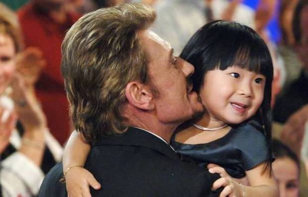 Em bé mồ côi Việt Nam được vợ chồng danh ca Pháp nổi tiếng nhận nuôi gây bất ngờ với cuộc sống và diện mạo sau 17 năm - Ảnh 2.