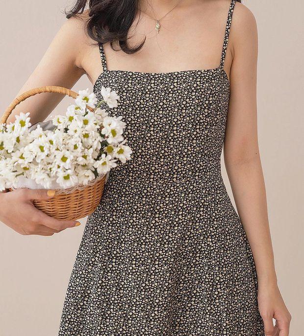 """Giờ sắm váy hai dây hoa nhí là """"chuẩn bài"""" rồi chị em, vừa xinh vừa mát mà giá lại hạt dẻ - Ảnh 13."""