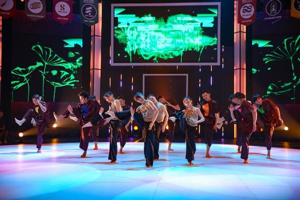 Nhóm nhảy đạt điểm tối đa khi mang tác phẩm văn học từng là nỗi ám ảnh lớp 12 lên sân khấu - Ảnh 5.