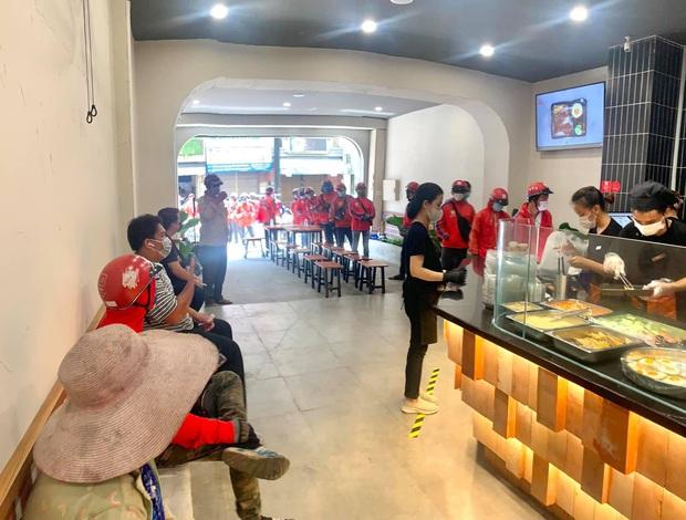 Review cực gắt cơm tấm của hội streamer hot nhất Việt Nam: Có gì ngon mà giá gần cả trăm ngàn, muốn mua được cũng phải ăn ở tốt? - Ảnh 3.