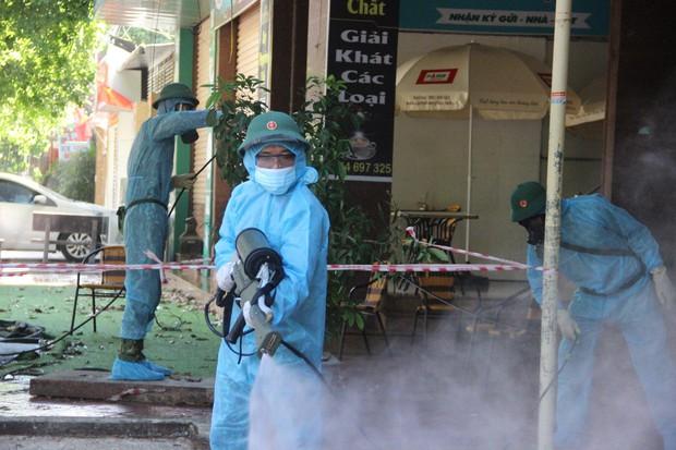 Ảnh: Phun khử khuẩn toàn bộ TP Vinh trong 3 ngày để ngăn ngừa Covid-19 - Ảnh 5.