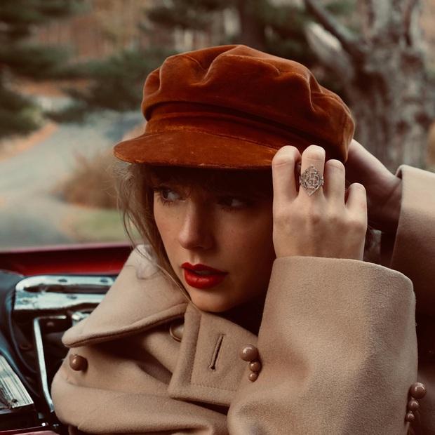 Taylor Swift công bố album Red phiên bản mới, chọn ngày ra mắt như một gáo nước lạnh tạt vào kẻ thù Scooter Braun! - Ảnh 1.