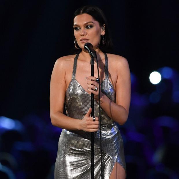 Jessie J không thể hát, đi lại khó khăn vì căn bệnh vô phương cứu chữa phá hủy cổ họng và thính giác - Ảnh 2.