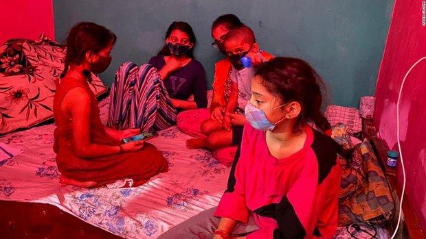 Thảm kịch ở Ấn Độ: Hàng ngàn đứa trẻ bỗng nhiên mồ côi hậu Covid-19 - Ảnh 1.