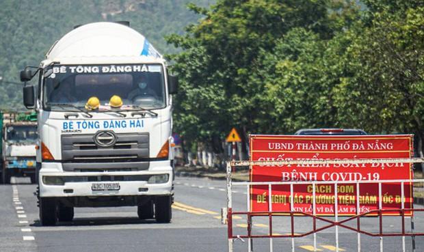 Xe chở người mắc COVID-19 từ TP.HCM lọt vào Đà Nẵng vì qua chốt không có ai chặn - Ảnh 1.