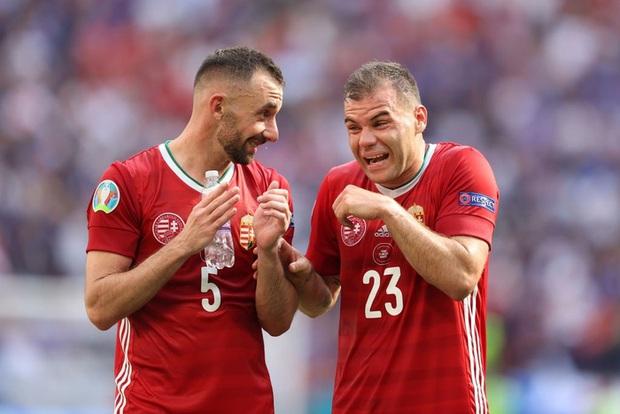 Xúc động khoảnh khắc ĐT Hungary đặt tay lên ngực trái, hát Quốc ca với 5,5 vạn khán giả sau khi kiên cường cầm hòa Pháp - Ảnh 4.