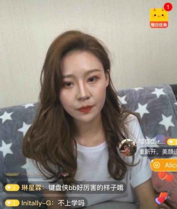 Nữ streamer xinh đẹp và những sự cố hy hữu khi livestream: Người ngất xỉu, kẻ lộ hàng, nhưng riêng mỹ nữ xứ Trung mới là đỉnh cao tấu hài - Ảnh 7.