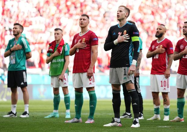 Xúc động khoảnh khắc ĐT Hungary đặt tay lên ngực trái, hát Quốc ca với 5,5 vạn khán giả sau khi kiên cường cầm hòa Pháp - Ảnh 7.