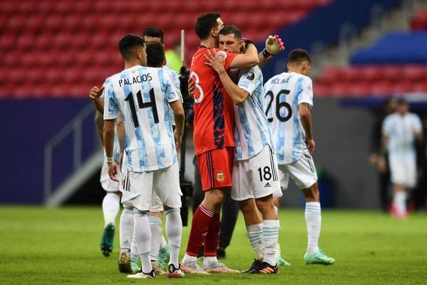 Messi kiến tạo giúp Argentina có thắng lợi đầu tiên tại Copa America 2021 - Ảnh 10.
