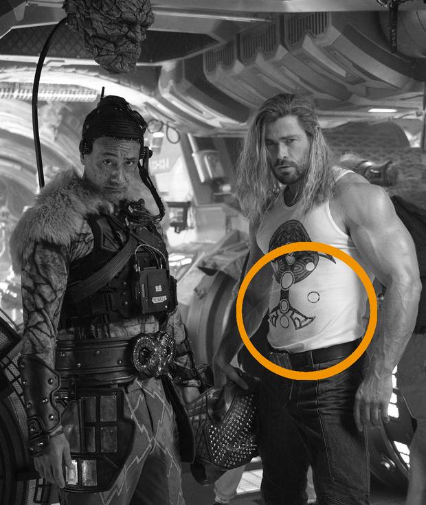 Nam thần Chris Hemsworth ở hậu trường Thor 4 đẹp muốn ngã khuỵu, nhưng cái bụng mới thu hút sự chú ý! - Ảnh 1.