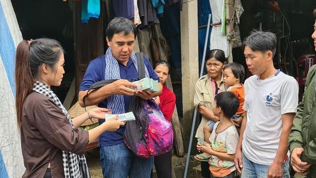 Chiếc ba lô MC Quyền Linh đựng 2,2 tỷ tiền từ thiện hoá ra là đồ cũ của cô con gái Lọ Lem đây mà! - Ảnh 4.