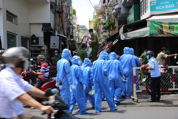 Một công ty tại quận Tân Bình có đến 50 ca dương tính, TP.HCM nhận định về tình hình dịch Covid-19 - Ảnh 1.