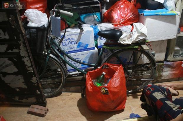 Nóng bủa vây cả đêm ở xóm chạy thận Hà Nội: Cả căn phòng cứ như cái lò nung, mỗi ngày chỉ ngủ được 2-3 tiếng - Ảnh 5.