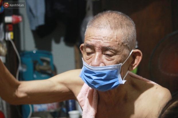 Nóng bủa vây cả đêm ở xóm chạy thận Hà Nội: Cả căn phòng cứ như cái lò nung, mỗi ngày chỉ ngủ được 2-3 tiếng - Ảnh 4.