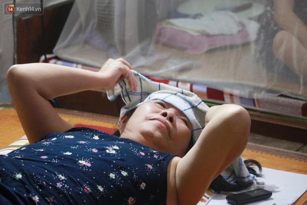 Nóng bủa vây cả đêm ở xóm chạy thận Hà Nội: Cả căn phòng cứ như cái lò nung, mỗi ngày chỉ ngủ được 2-3 tiếng - Ảnh 8.
