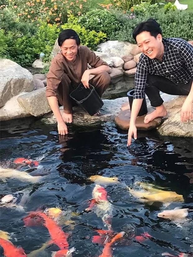 Nhà thờ hơn 100 tỷ của Hoài Linh hàng năm tổ chức lễ Giỗ Tổ sân khấu quy tụ hàng trăm nghệ sĩ, còn nuôi động thực vật quý hiếm với giá trị khủng - Ảnh 14.