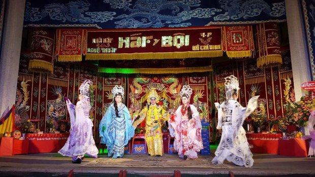 Nhà thờ hơn 100 tỷ của Hoài Linh hàng năm tổ chức lễ Giỗ Tổ sân khấu quy tụ hàng trăm nghệ sĩ, còn nuôi động thực vật quý hiếm với giá trị khủng - Ảnh 6.