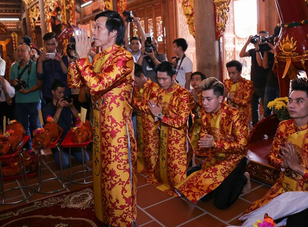 Nhà thờ hơn 100 tỷ của Hoài Linh hàng năm tổ chức lễ Giỗ Tổ sân khấu quy tụ hàng trăm nghệ sĩ, còn nuôi động thực vật quý hiếm với giá trị khủng - Ảnh 4.