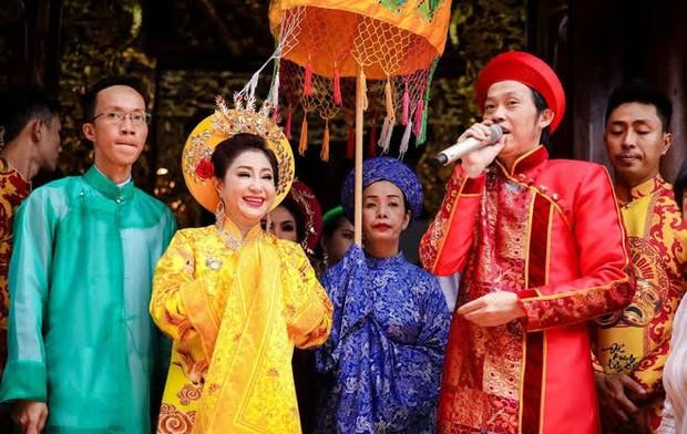 Nhà thờ hơn 100 tỷ của Hoài Linh hàng năm tổ chức lễ Giỗ Tổ sân khấu quy tụ hàng trăm nghệ sĩ, còn nuôi động thực vật quý hiếm với giá trị khủng - Ảnh 7.
