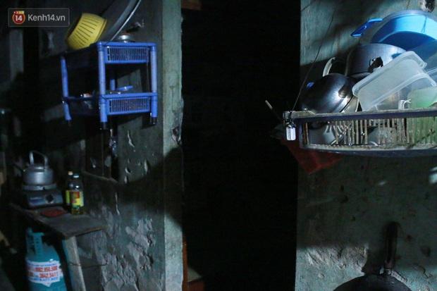 Nóng bủa vây cả đêm ở xóm chạy thận Hà Nội: Cả căn phòng cứ như cái lò nung, mỗi ngày chỉ ngủ được 2-3 tiếng - Ảnh 7.