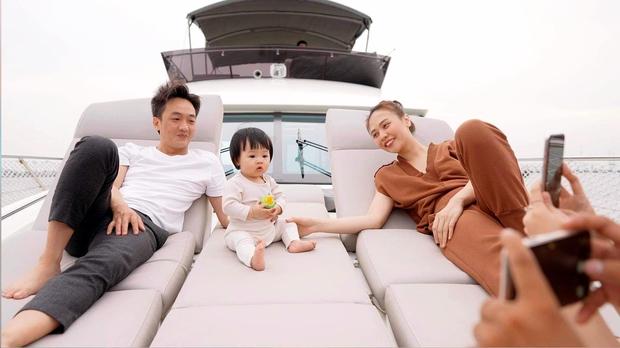 Vợ chồng Cường Đô La - Đàm Thu Trang thay mặt công ty ủng hộ 500 triệu đồng cho Quỹ vaccine phòng Covid-19 - Ảnh 5.