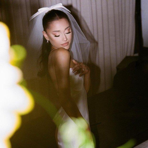 Netizen đồng loạt đòi tẩy chay Ariana Grande trong màn trình diễn đỉnh cao với The Weeknd vừa qua, chuyện gì kì? - Ảnh 6.