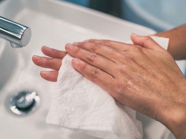 Chàng trai 26 tuổi không dám nắm tay bạn gái vì mồ hôi tay tuôn như suối, đây là hội chứng 300 người mới có 1 người mắc phải - Ảnh 4.