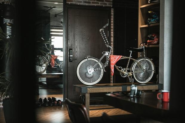 Chàng trai bỏ 800 triệu thiết kế căn hộ đậm chất dân chơi, đầu tư cả quầy bar để chill tại nhà mùa dịch - Ảnh 1.