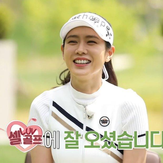 Sốc visual khi Son Ye Jin đi đánh golf trong show truyền hình: Trang điểm nhẹ mà đẹp lịm đi, gió thổi tóc cũng hoá khoảnh khắc tiên tử - Ảnh 2.