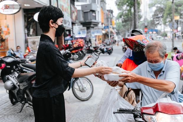 Cận cảnh nơi nấu 2.000 suất ăn mỗi ngày cho người nghèo ở Sài Gòn giữa dịch Covid-19 - Ảnh 3.