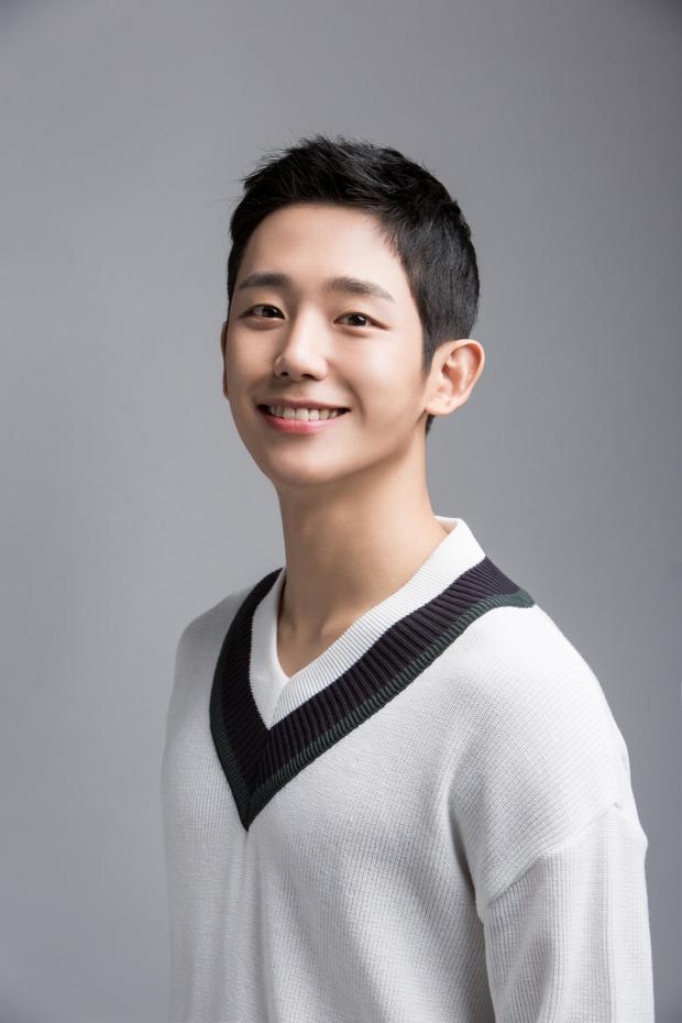 Dàn nam thần Hàn biến hình thành nữ: Song Joong Ki - V (BTS) như búp bê, Lee Dong Wook và 1 nam idol tranh nhau ngôi nữ thần - Ảnh 16.
