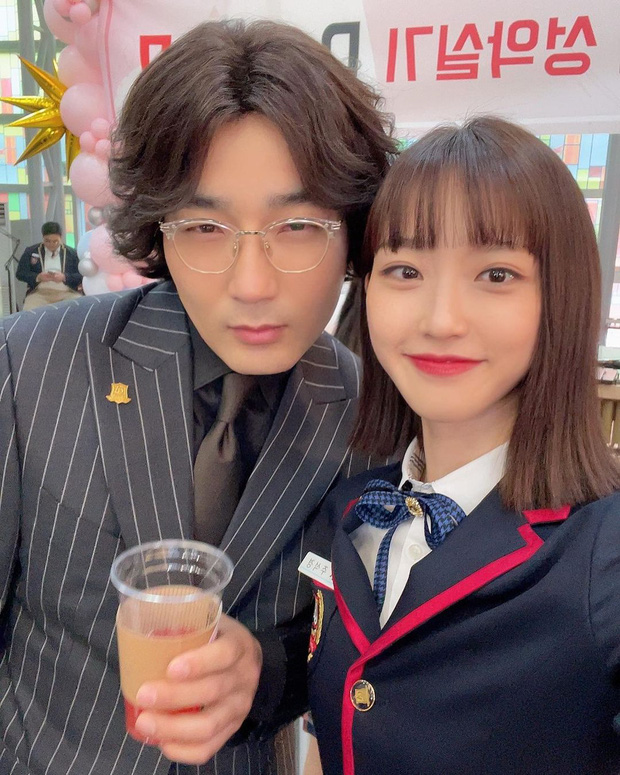 Bà cả Penthouse Lee Ji Ah đọ sắc bên rich kid Seok Kyung, nhìn nhan sắc này ai nghĩ đã U45 và đáng tuổi mẹ của bạn diễn? - Ảnh 9.
