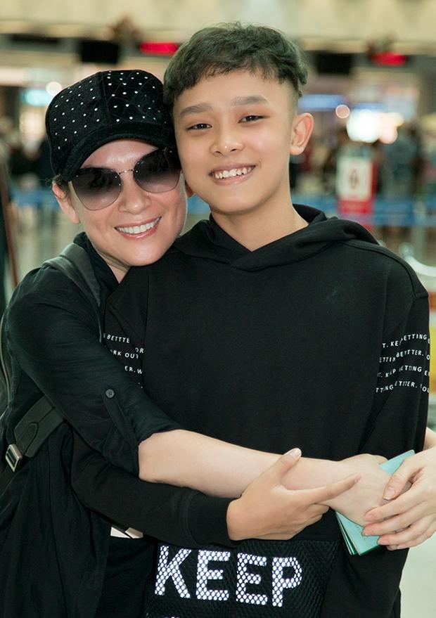 """Người kết nối Phi Nhung nhận con nuôi Hồ Văn Cường tiết lộ cuộc gọi với người trong cuộc, mỉa mai thẳng mặt """"Hoa hậu ở nhà 200 tỷ đồng - Ảnh 2."""