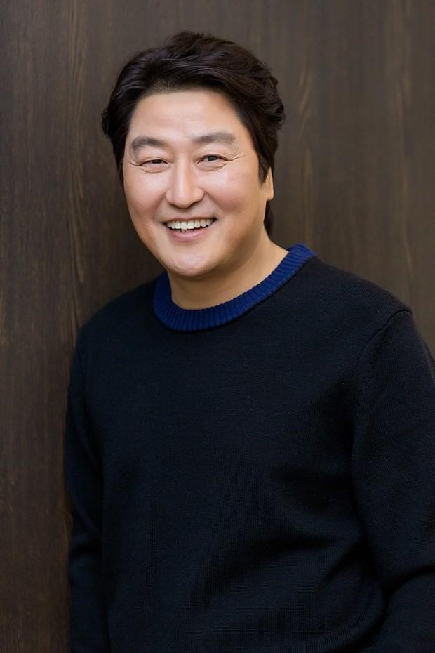 Dàn nam thần Hàn biến hình thành nữ: Song Joong Ki - V (BTS) như búp bê, Lee Dong Wook và 1 nam idol tranh nhau ngôi nữ thần - Ảnh 18.