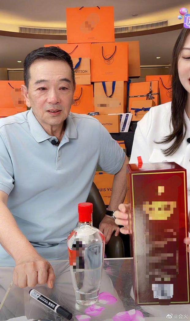 Sự việc hy hữu: Bạn diễn của Dương Tử oà khóc nức nở, cúi đầu xin lỗi khi đang livestream vì bị mắng chửi xối xả - Ảnh 4.
