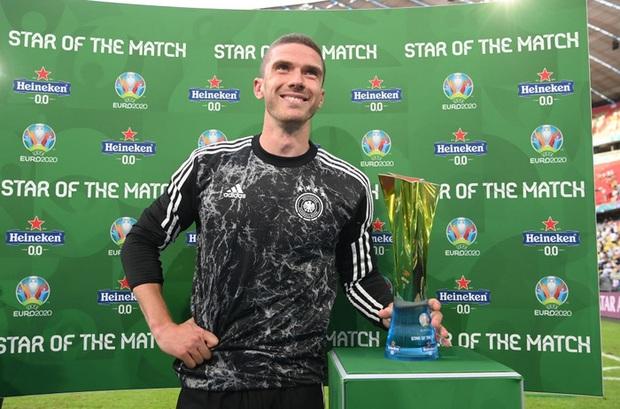 Bị Ronaldo phũ phàng từ chối đổi áo đấu và đây là màn trả thù khét lẹt từ tuyển thủ Đức - Ảnh 2.