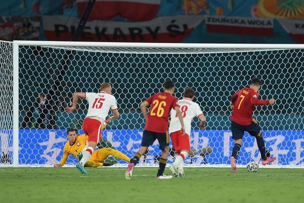 Phung phí hàng tá cơ hội, tuyển Tây Ban Nha bị Ba Lan cầm hoà, rơi vào thế sinh tử tại bảng E - Ảnh 2.