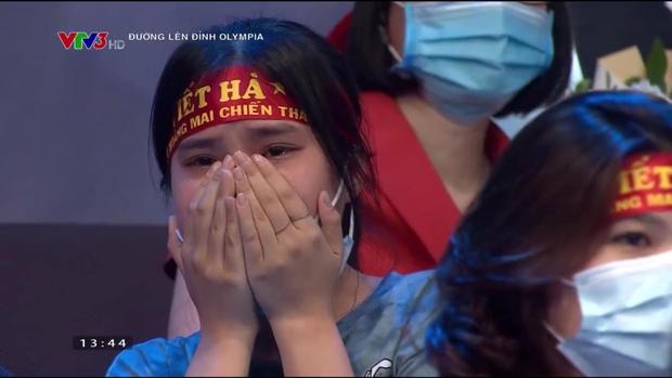 Nam sinh Nghệ An đổ rạp xuống sàn, khóc nức nở khi bị loại khỏi trận chung kết năm Olympia vì lý do không tưởng - Ảnh 5.