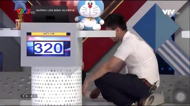 Nam sinh Nghệ An đổ rạp xuống sàn, khóc nức nở khi bị loại khỏi trận chung kết năm Olympia vì lý do không tưởng - Ảnh 2.