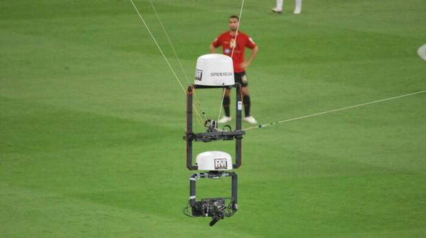 Góc quay lạ chứng minh tốc độ khủng khiếp như F1 xé gió của Ronaldo: Chạy gần 100 mét chỉ hơn 10 giây - Ảnh 1.